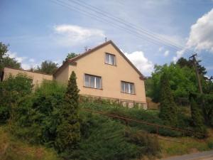 Fotografie pohledu na dům v Řícmanicích