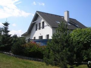 Boční pohled na dům s pozemkem